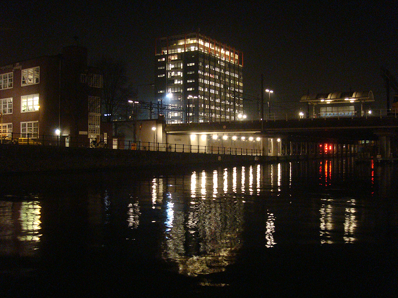 amsterdam_night_centralstation.jpg