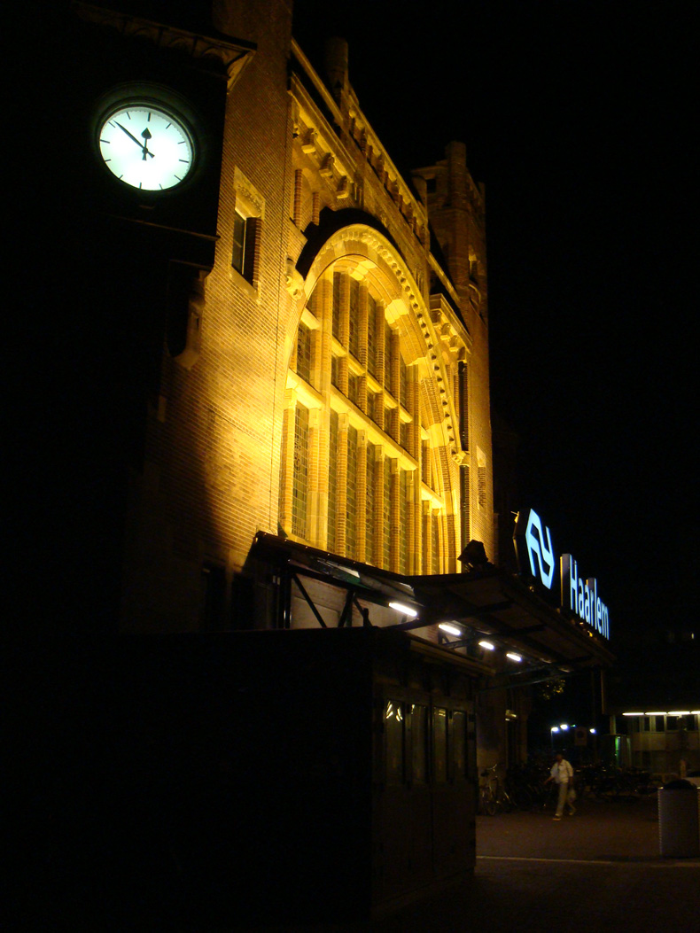 haarlem_station_late_night.jpg