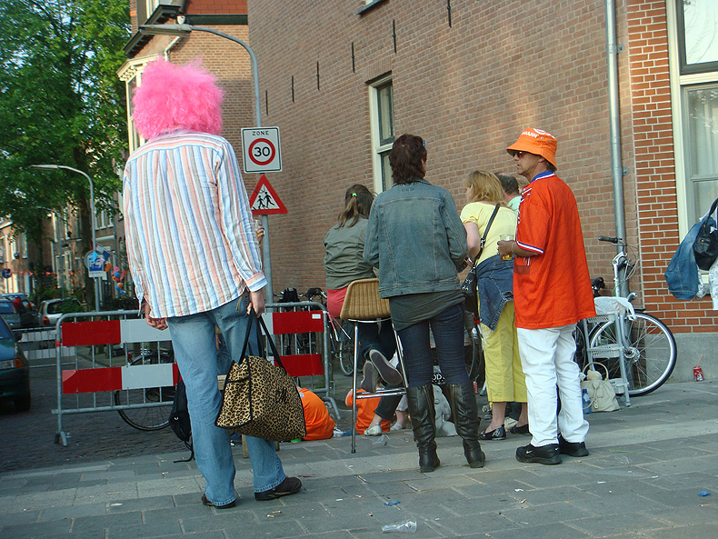 queensday_pink_wig.jpg